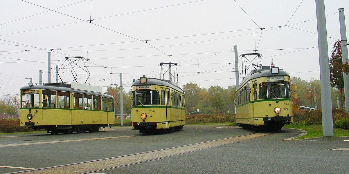 Eine historische Straßenbahn